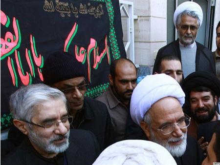 عکس خندیدن کروبی و موسوی در تشییع جنازه منتظری